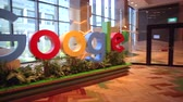 visitantes : Singapore - May 5, 2018: Google logo inside the new offices of Google Headquarters in Mapletree Business City II, Singapore. Googles Asia-Pacific HQ.