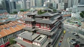 реликвия : Singapore - April 28, 2018: tilt shift top view of Buddha Tooth Relic Temple of Singapore from aerial, Southeast Asia. Spectacular buddhist temple in Chinatown district with business district skyline.