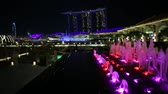 fullerton : Singapore - April 28, 2018: colorful Fullerton Fountain close to Fullerton Bay Hotel, Clifford Square in Marina Bay walkway promenade. Marina Bay Sands during Laser show at night on background.