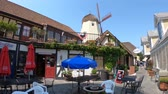 bar : Solvang, California, United States - August 10, 2018: restaurant Tower Pizza with old windmill on background. at Danish of Solvang in Santa Ynez Valley, Santa Barbara County. Famous travel destination Dostupné videozáznamy