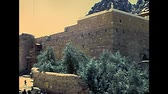 греческий : SINAI, EGYPT - circa 1979: Architecture of the Saint Catherine Monastery walls on slopes of Mount Horeb in the Sinai Peninsula, the oldest Christian Monastery of Egypt, during the Israeli occupation.