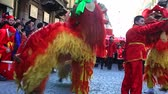 atrair : MILAN, ITALY - FEBRUARY 10: View of Chinese New Year parade in Milan on February 10, 2013 Stock Footage