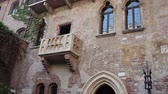 VERONA, ITALY - APRIL, 07: View of the Juliets Balcony in Verona on April 07, 2017 Vídeos
