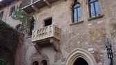View of the Juliets Balcony in Verona, Italy Vídeos