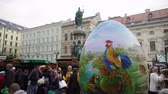 çarşı : Vienna, Austria Easter Market Altwiener Freyung Ostermarkt. Crowd at Wien, Osterreich 2019 street market, where local vendors from Austrian regions sell decorative Easter eggs, food & drinks. Stok Video