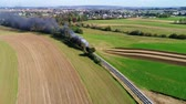 locomotive à vapeur : Steam Passenger Train Puffing Smoke Along Amish Countryside as Seen by a Drone