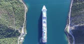 cruzador : Aerial view of cruise ship in the Bay of Kotor, Montenegro
