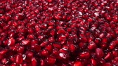 comestível : Rotating fresh pomegranate seeds for food
