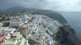impresionante : Aerial view of famous Greek resort Thira. Archivo de Video