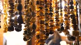 juwelier : Articles made of amber close up.Womens beads. Womens necklaces. Womens jewelry Stockvideo