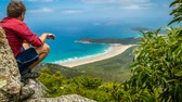 avustralya : Man enjoying the view from Mount Oberon at Wilsons promontory, zoom in Stok Video