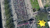 lotyšsko : Aerial view from drone on crowd of people who is starting their run on marathon event.