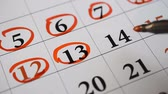 calendário : Signing a day on a calendar by red pen thirteenth number