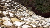 água salgada : Maras Salt Mines In Peru is the place of creating natural Salt