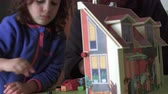 piada : Candid child and dad playing with dollhouse (close up) Stock Footage