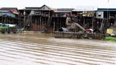 Stilt houses on asian river. MF Vídeos