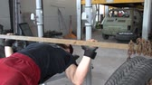 pneus : Training on bench with weights made by chains and tire. FDV