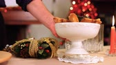 건조한 : Slow motion of some Christmas cakes and cookies served on a shining and warmth table k32 SF