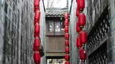 parede de tijolos : Red lanterns in Jinli Chengdu city of Sichuan China, Chinese New Year decorations, Chinese Asia culture footages