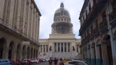 Гавана : HAVANA, CUBA - MAY 13, 2018 - Street view of the dome of El Capitolio in Old city with people and cars in 4k Стоковые видеозаписи