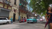 Гавана : HAVANA, CUBA - MAY 13, 2018 - People and old taxi cars on the streets in 4k