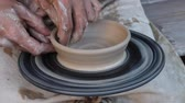 internovat : potter with a young assistant make a bowl out of clay Dostupné videozáznamy