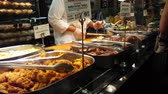 pronto para comer : Ordering Delicious Food at Store Market 4k