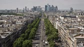 paryż : Elevated view from the top of the Arch Detriomphe along the Ave De La Grand