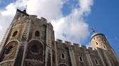 kastély : tall stone tower in london timelapse Stock mozgókép