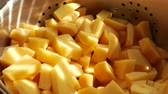 むいた : 4K Potato Pieces Food Preparation 1