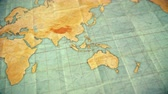 dobras : Seamless looping 3d animation of pan over an old well used world map with crumpled paper and distressed folds. Vintage sepia colors. Blank version Stock Footage