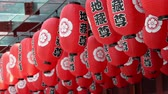 шуй : Chinese paper lanterns in the temple on chinese new year celebration Стоковые видеозаписи