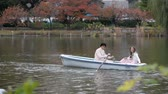 remoção : Young couples row boats in autumn Ueno park, Tokyo, Japan
