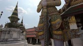 Будда : Big giant at Wat Phra Si Rattana Satsadaram Стоковые видеозаписи