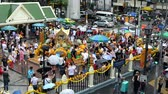 symbol of respect : Bangkok, Thailand - November 9, 2018 : Time lapse of foreigners and local people visit and worship Erawan Shrine Stock Footage