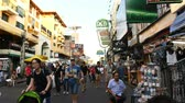 khaosan : Bangkok, Thailand - November 25, 2018 : Hyper lapse of Khaosan road is 400 meters long and is the most famous street in Bangkok Stock Footage