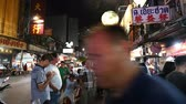 Bangkok, Thailand - November 24, 2018 : Hyper lapse of tourists with street food at night market on Yaowarat road or China town Stok Video