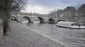 pontes : paris view during the winter