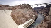 engenharia : bridge near hoover dam over colorado river between arizona and nevada car Stock Footage