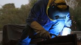 técnica : Welder at work