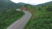 helicóptero : View of mountains and roadway with landscape