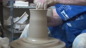 aletsiz : Painting a piece of pottery Stok Video
