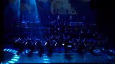 оркестр : DNIPRO, UKRAINE - FEBRUARY 11, 2018: Symphonyic Show performed by members of the Dnipro Opera and Ballet Theater - conductor Yuri Porohovnik. Стоковые видеозаписи