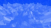 palpitação : Blue metalic low poly waving surface as poligonal environment. Blue polygonal geometric vibrating environment or pulsating background in cartoon low poly popular modern stylish 3D design.. Stock Footage