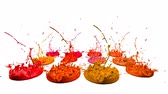 colidir : 3d splashes of liquid. Paint bounce in 4k on white background. Simulation of splashes of ink on a musical speaker that play music. version shades of red 3
