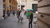koloseum : Young woman walking in city centre, Slow motion. Female traveler takes photo of old town. Girl exploring Italy. Wideo