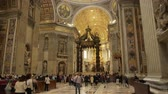 католицизм : ROME- APRIL 2018: Interior of St. Peters Basilica, Vatican, Italy dolly shot