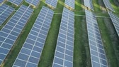 sustentabilidade : Aerial drone view of the solar panels in solar farm for green energy. Solar power plants. Renewable energy power plant producing sustainable clean solar energy from the sun
