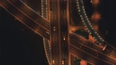 stadt straße : Aerial top view of highway interchange at night. Aerial top view of road junction from above, automobile traffic and jam of many cars, useful for engineering, industrial, transportation concept Stock Footage