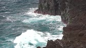 takımadalar : Lookout at cliffs and coastline in raining weather with cloudy sky, Sao Miguel Island, Azores